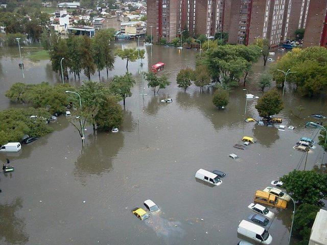 GOBIERNO, INUNDACIONES Y COMUNAS
