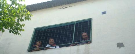 PADRES Y DOCENTES RECUPERAN UNA ESCUELA