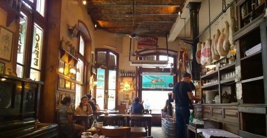 CHARLA EN EL CAFÉ LA POESÍA